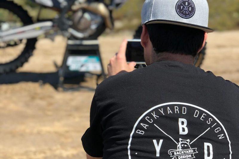 Backyard Design T Shirt Circle Logo Schwarz Black Back BYD Clothing Motocross MX Tee